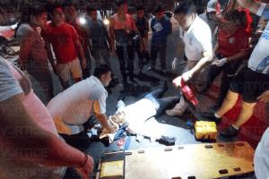 Grave motociclista tras chocar de manera violenta contra un Jetta