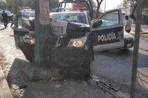 Policías se accidentan al perseguir a un motociclista sin placas