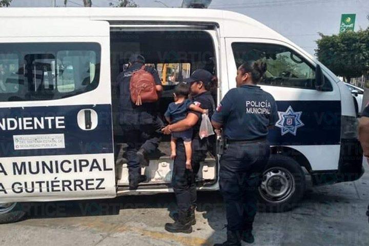Rescatan a 5 menores presuntamente abandonados por sus padres