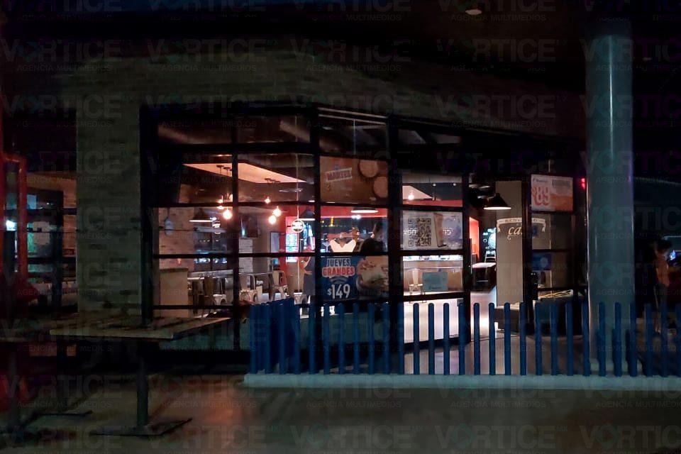 Hombres armados asaltan Domino's Pizza en Tuxtla