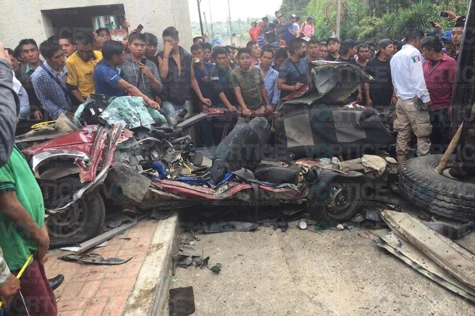 Tres muertos y 8 heridos deja violento accidente en Oxchuc