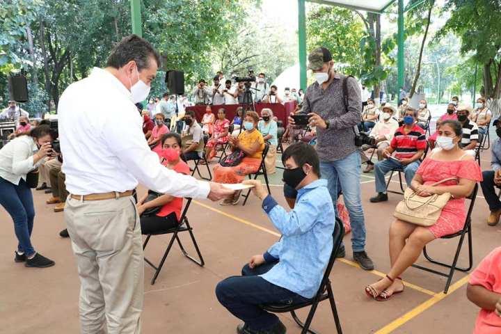 En Tapachula, Rutilio Escandón entrega apoyos a personas adultas mayores y con discapacidad