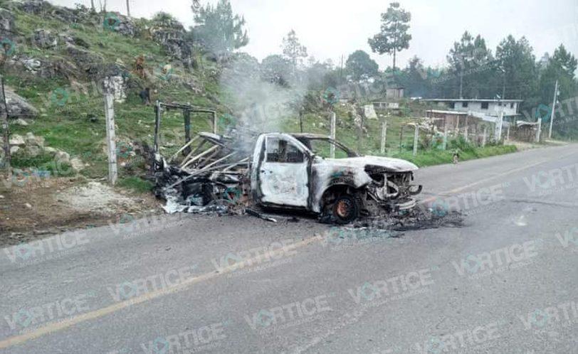 Continúa bloqueo en Oxchuc e incendian camioneta de Bimbo