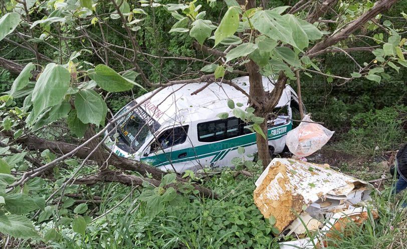 Colectivo cae a un barranco de 10 metros en Tuxtla; hay 23 heridos