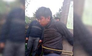 Amarran a presunto ladrón en la colonia Las Peras, en San Cristóbal de Las Casas