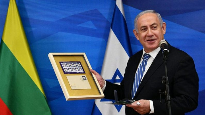Lithuanian Ambassador Presents Netanyahu With Coin, Stamps Honoring Vilna Gaon 1