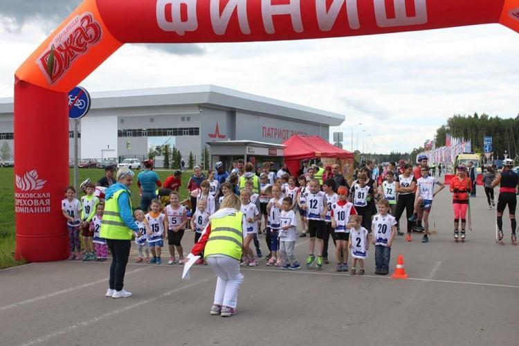 Малыши всех возрастов участвуют в забеге