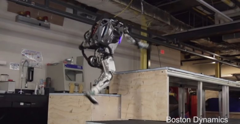 Boston Dynamics Atlas robot robi parkour