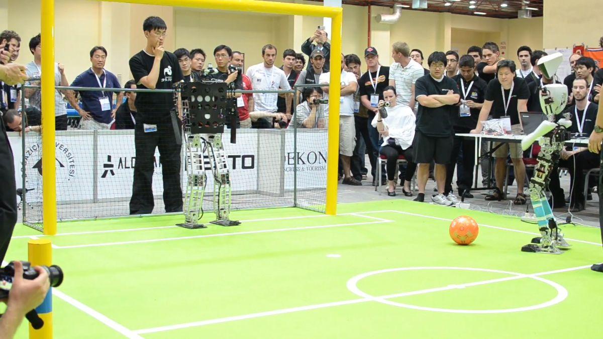 robot ktory hra futbal