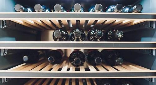 Cave à vin 50 bouteilles avec clayettes