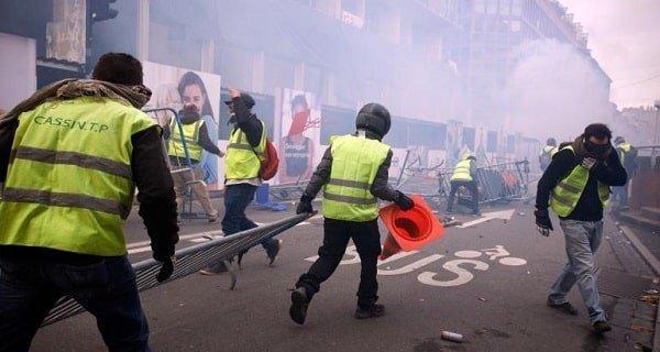 Gilets jaunes, gilets bleus et écharpes rouges - Voici pourquoi les Français protestent