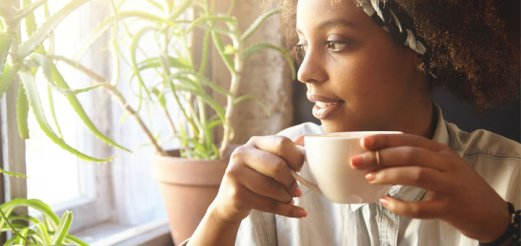 black-woman-drinking-tea