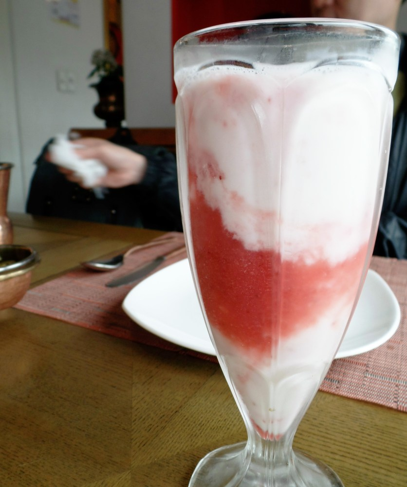 strawberry lassi om restaurant samcheong seoul