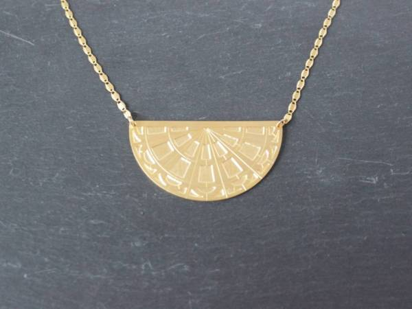 collier fin pendentif geometrique art deco alma vous mademoiselle laiton dore or fin 24 carats