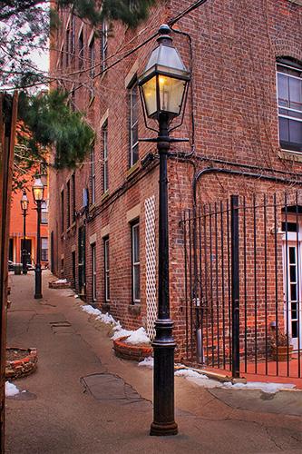 narrow_street