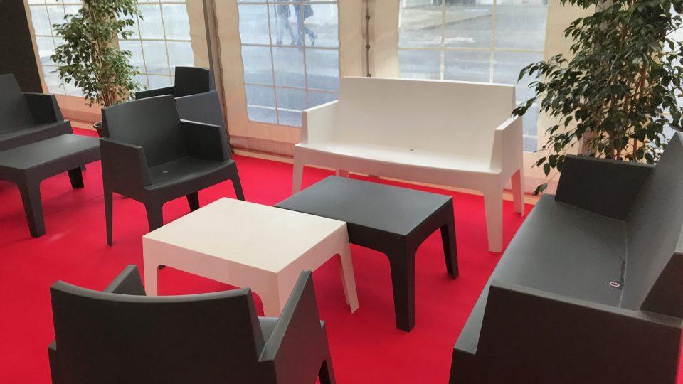 Fauteuils 1 et 2 places, table basse box - moquette ignifugée (couleurs au choix)