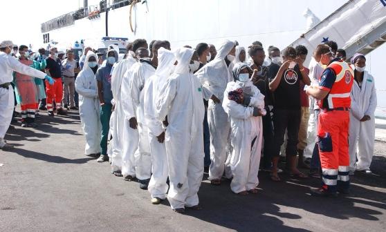 sbarco-immigrati-salerno