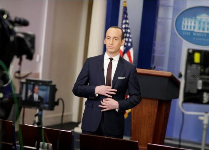 https://i2.wp.com/voxpoliticalonline.com/wp-content/uploads/2017/02/170225-Stephen-Miller-White-Power-sign.jpg