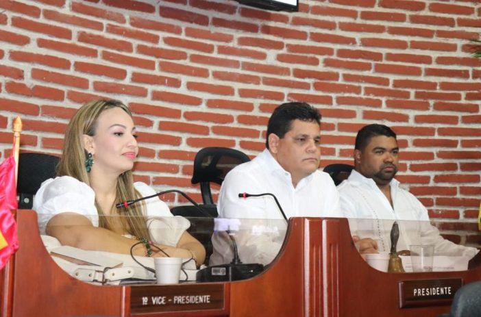 La directiva del concejo de Cartagena: David Caballero, Gloría Estrada y Luis Cassiani.