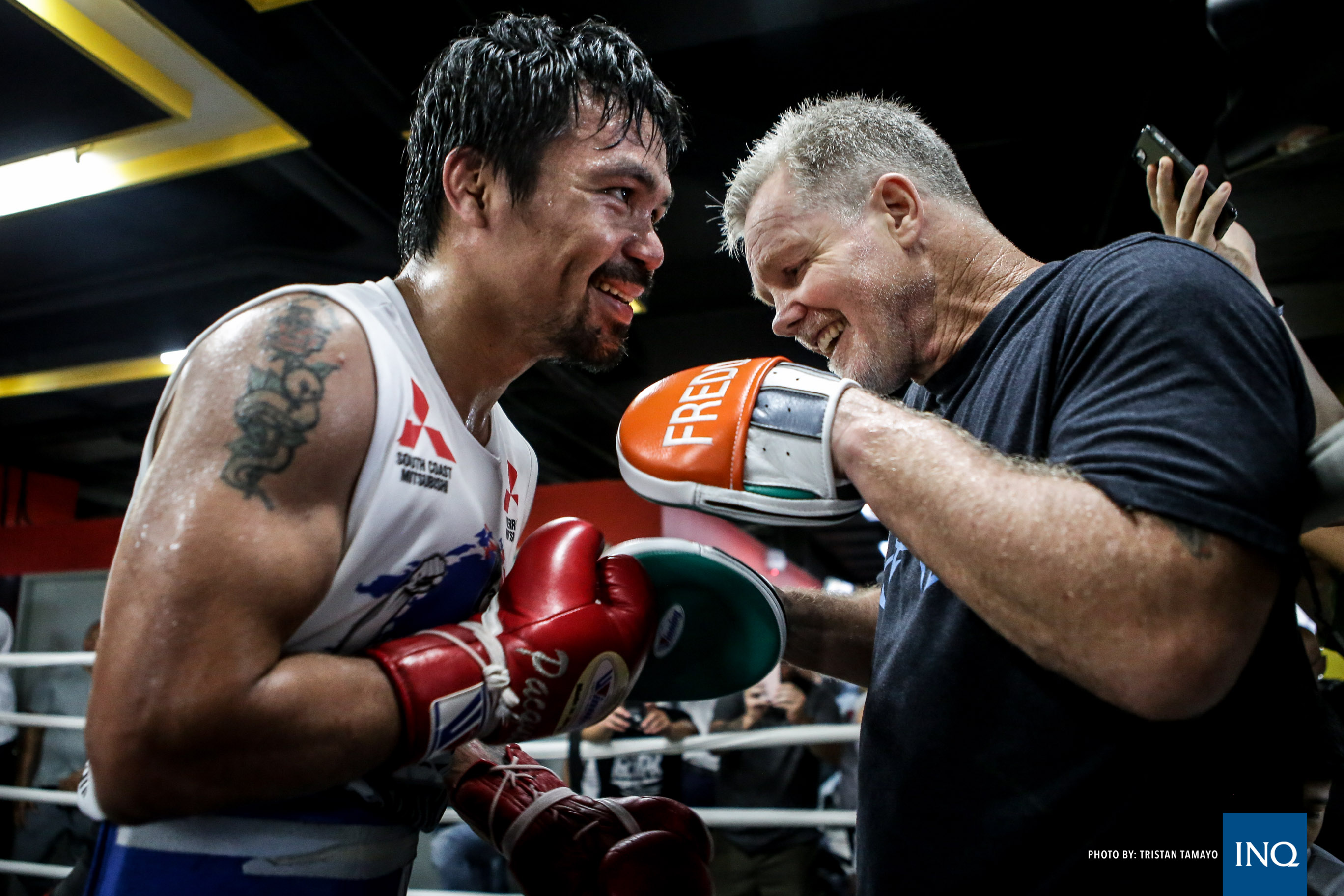 Pacquiao, cuarentón, se mide a Broner