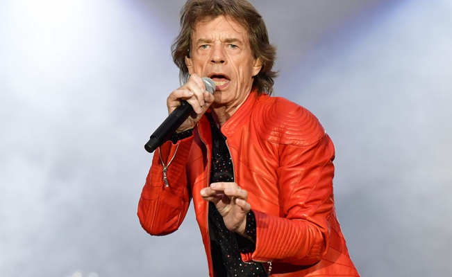 Resultado de imagen para Mick Jagger salta y baila a un mes de su operación de corazón