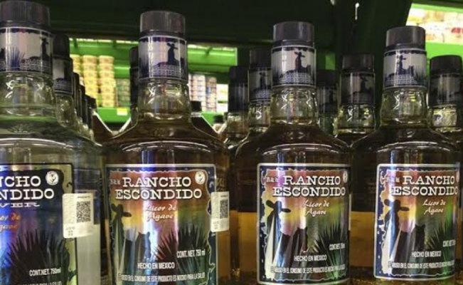 """Piden no consumir tequila """"Rancho Escondido"""" por muerte de 8 personas"""