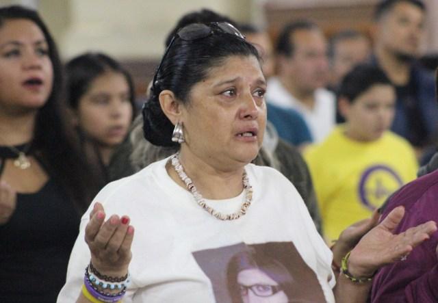 La madre de Karla Pontigo durante la misa en su memoria .Foto Agencia Lux-SLP