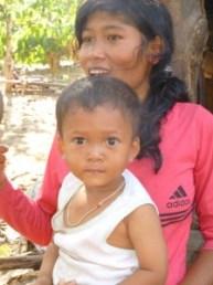 Mère et son enfant des montagnards Kho