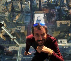 Je suis dans une bulle de plexiglas en haut de la Willis Tower !