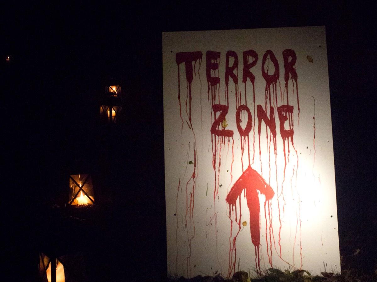 Enseigne effrayante annonçant la « Terror Zone ».