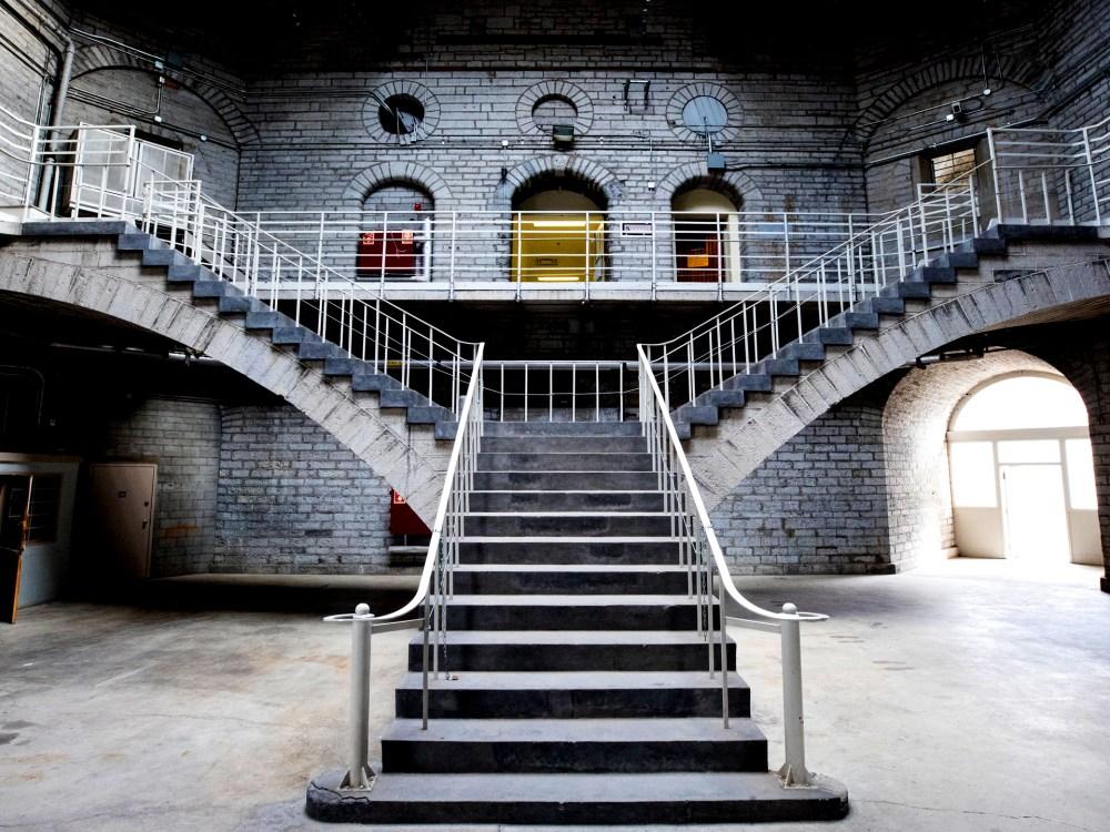 Les escaliers à l'intérieur du pénitencier de Kingston.