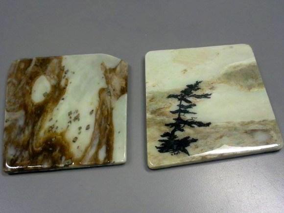 Deux sous-verres en marbre