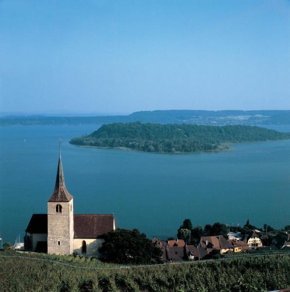 Vue de l'île Saint-Pierre, lac de Bienne, Suisse © Suisse Tourisme