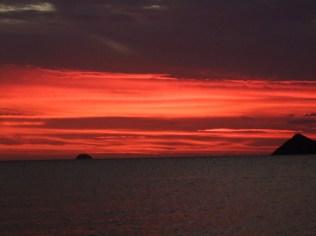 1er coucher de soleil ici, avec les p'tits îlots au lointain