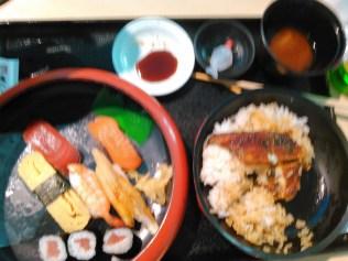 après ces péripéties, je n'ai pas résisté à Narita : Sushis et anguille...