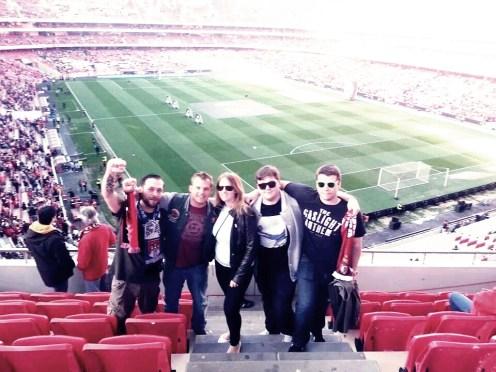 Im Fussballstadium Benfica mit meinen Kollegen -und Trainier