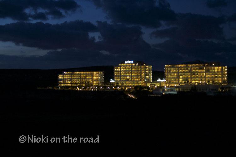 Vue de nuit Lit king size hôtel Malte