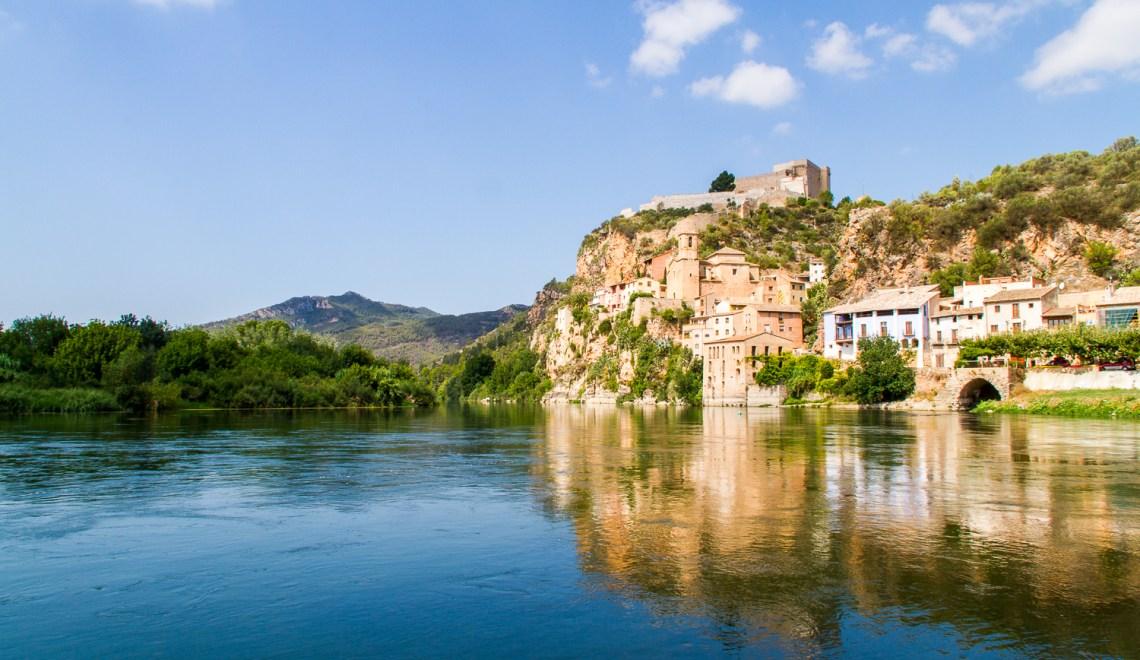 Village chateau Miravel Terres Ebre