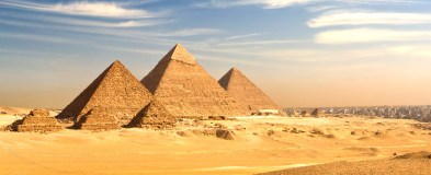 Jean-Marc Gyphjolik découvre les grandes pyramides