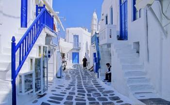 Jean-Marc Gyphjolik se promène dans les rues de la Grèce