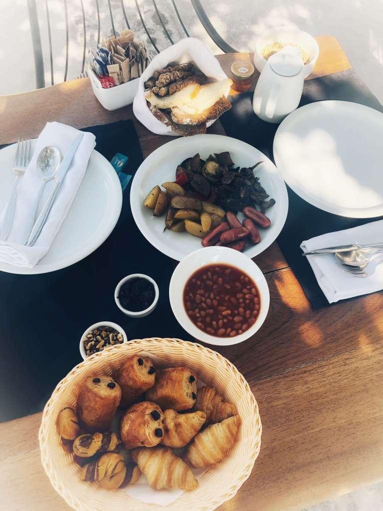 petit-dejeuner-amber-light-villa-santorin
