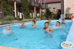 Отдых в Крыму с детьми. Заозерное. Гостиный двор Вояж. Зарядка в бассейне