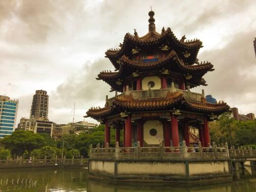 Visiter Taipei et tomber par hasard sur ce genre de pagode