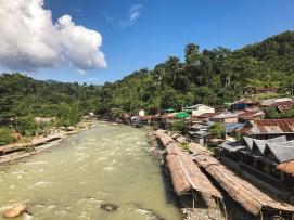 La rivière de Bukit Lawang à Sumatra Nord