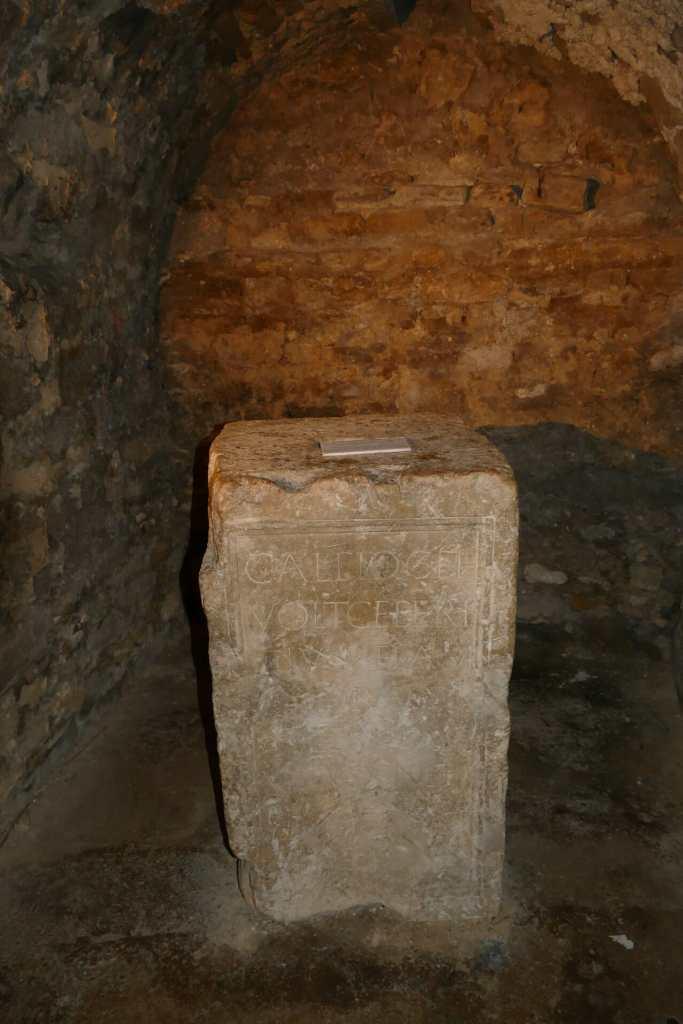 Apt, cathédrale Sainte Anne - crypte inférieure