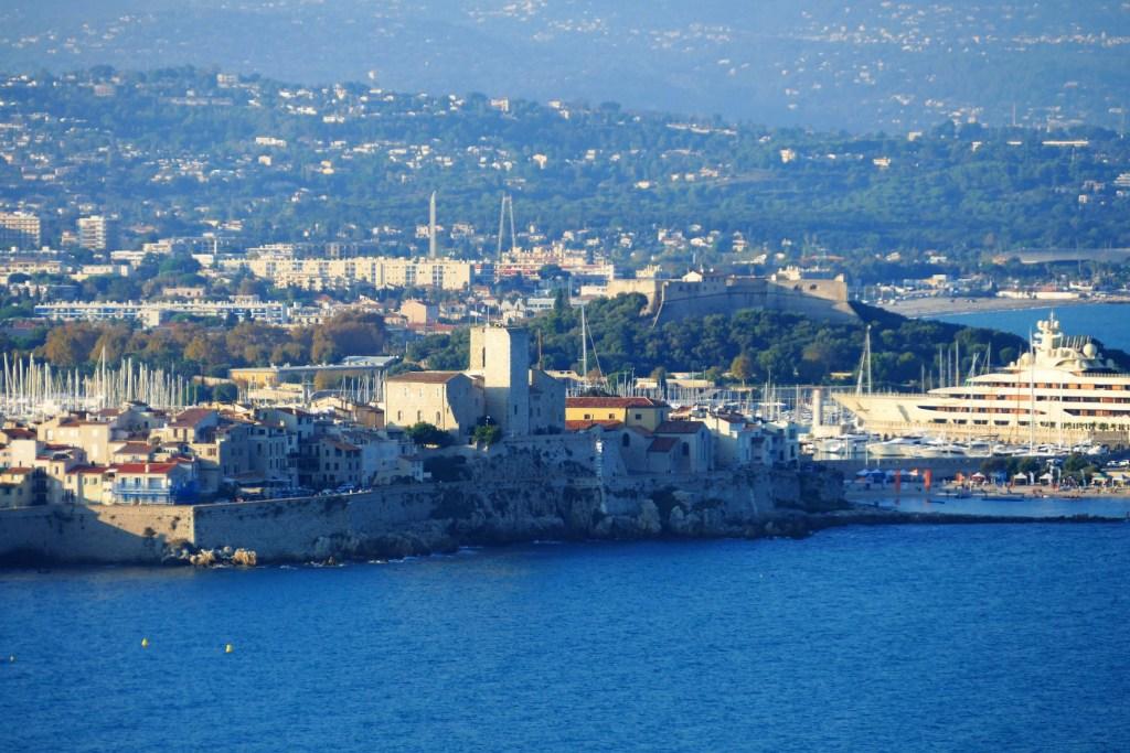 Vue d'Antibes et du Fort Carré depuis la Garoupe