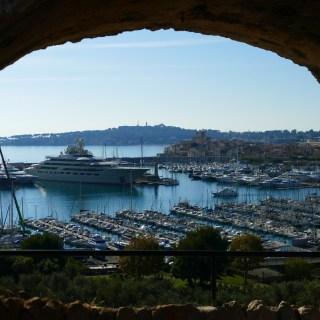 Vue sur le port et la cité depuis le Fort Carré d'Antibes