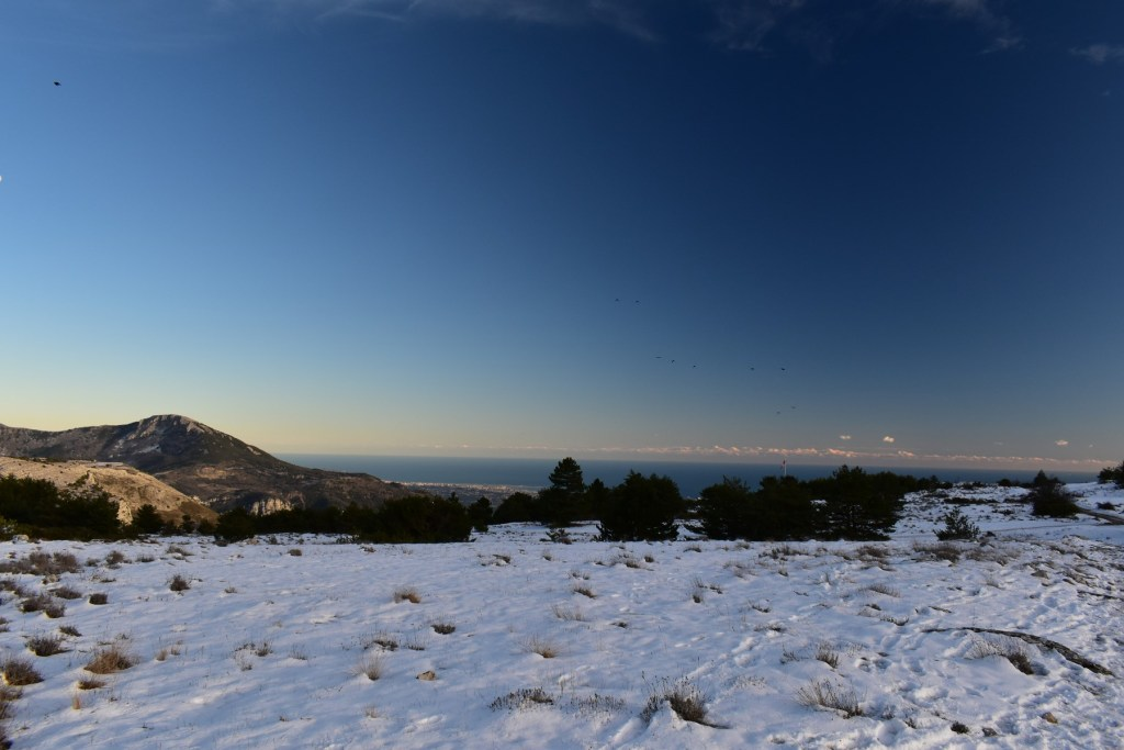 Pic de Courmettes et la Côte d'Azur depuis le plateau de Caussols