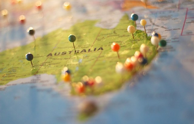 Carte de l'Australie avec des épingles pour marquer des destinations