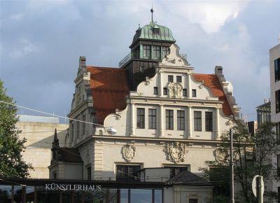 File:Lenbachplatz 8 Kuenstlerhaus Muenchen-1.jpg